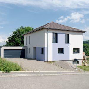 Construction à toiture quatre pans - façade avant et garage