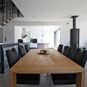 Construction à toiture deux pans - salle à manger, cuisine et escalier